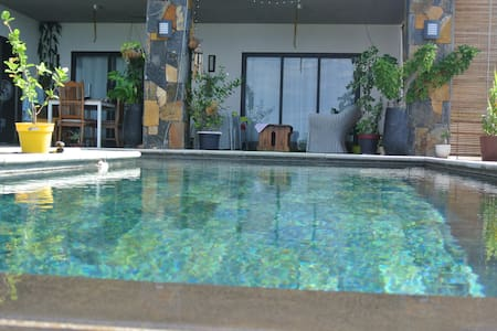 Villa Dominique + piscine à débordement - 黑河 - 獨棟