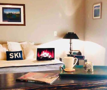 🌲WORK from HOME at Pine Tree Haven🌲🍂🌊🍁 ⭐️SUPERHOST⭐️