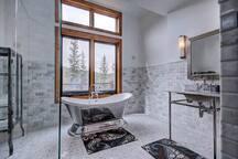 Five Star Custom Mtn. Luxury Home-Views-Hot Tub