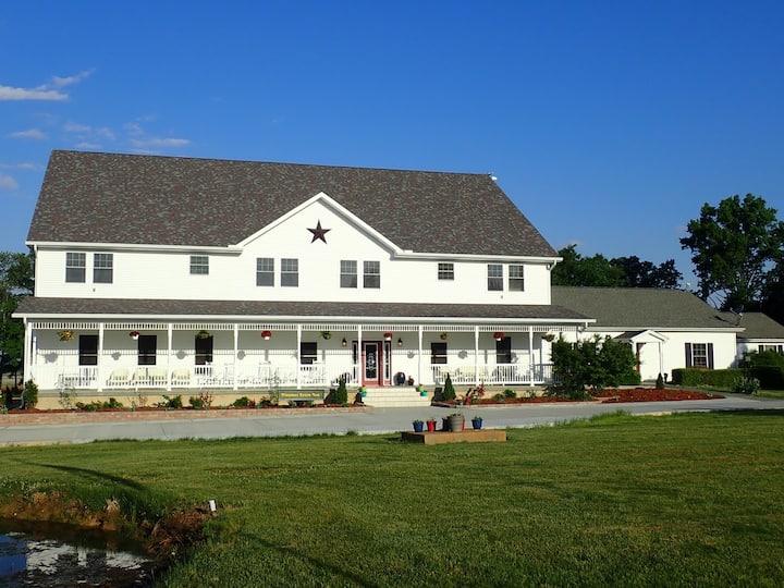 Pleasant Grove Inn - Suite 204 Ruth's Suite