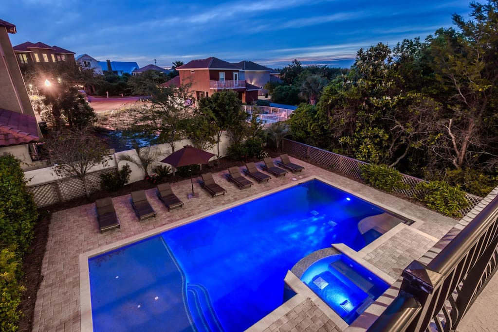 Large Private Pool with Hot Tub feat. Outdoor Summer Kitchen and Plenty of Lounge Chairs