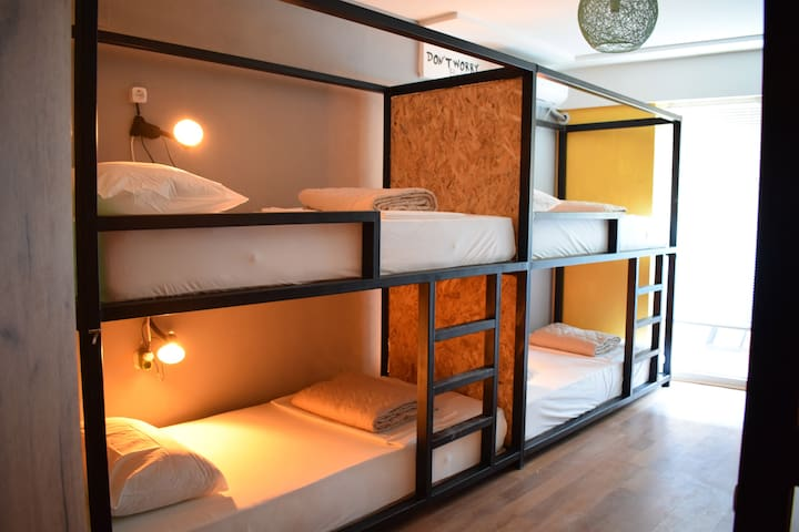 Female 6-Bed Dormitory - Hostel Mickitos