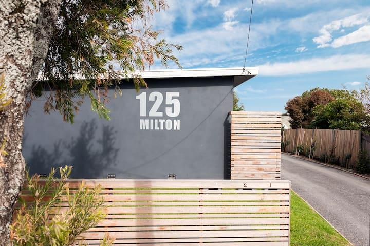 125 Milton, Boutique Apartment
