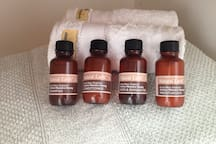 Bathroom linen and toiletries supplied