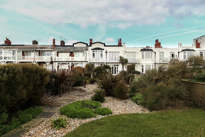 Lovely airy bexhill house on beach - Bexhill - Ev
