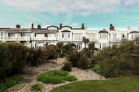 Lovely airy bexhill house on beach - Bexhill - บ้าน