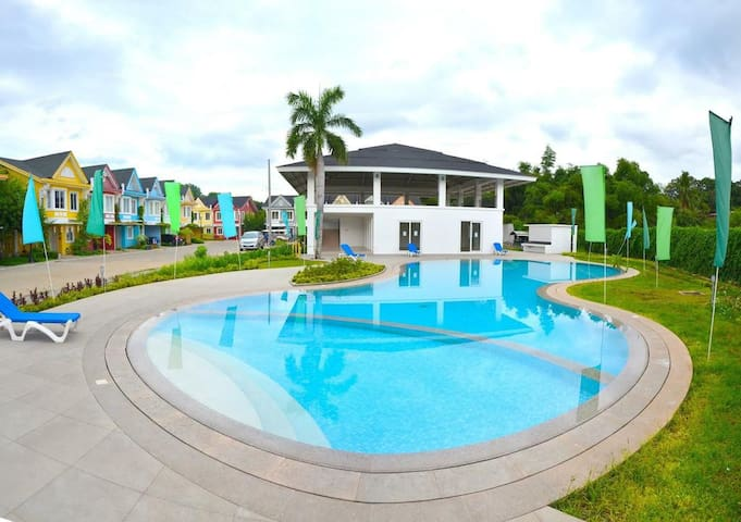 Resort+City Lifestyle in the heart of BatangasCity