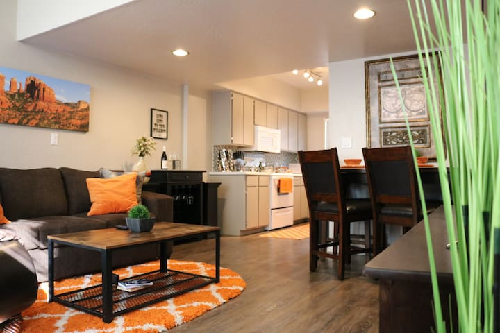 King Bed Loft in Old Town Scottsdale free parking!
