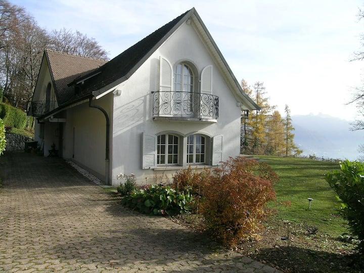 Chambre + sdb privée dans belle villa avec jardin