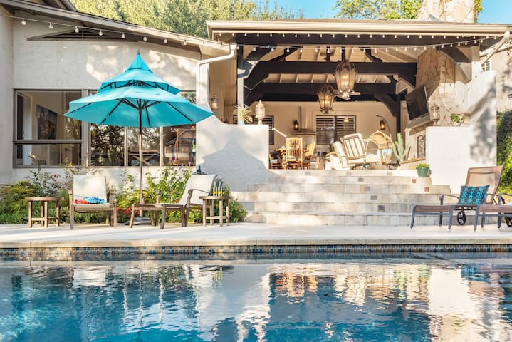 Luxurious Outdoor Lifestyle w/Pool 8 Mins Downtown