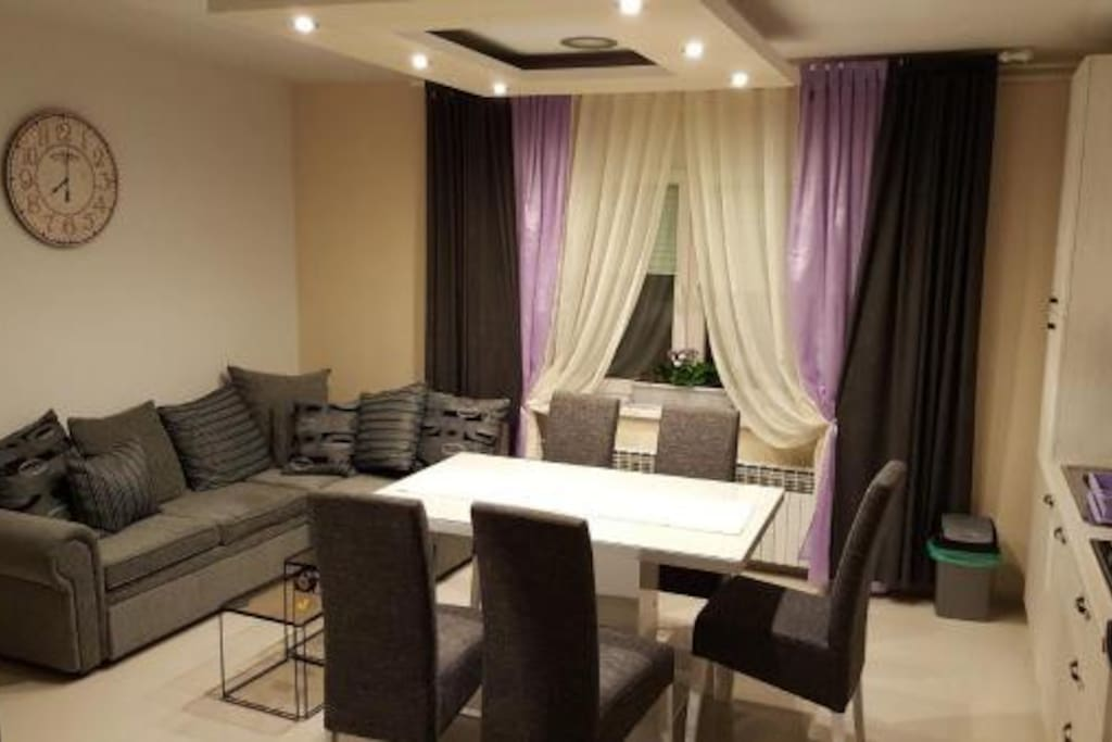 Dnevni boravak i kuhinja/Living room and kitchen