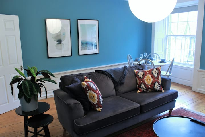 Spacious, modern flat in the heart of old town