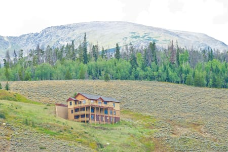 Breathtaking views of Lake Dillon and Summit 7BR