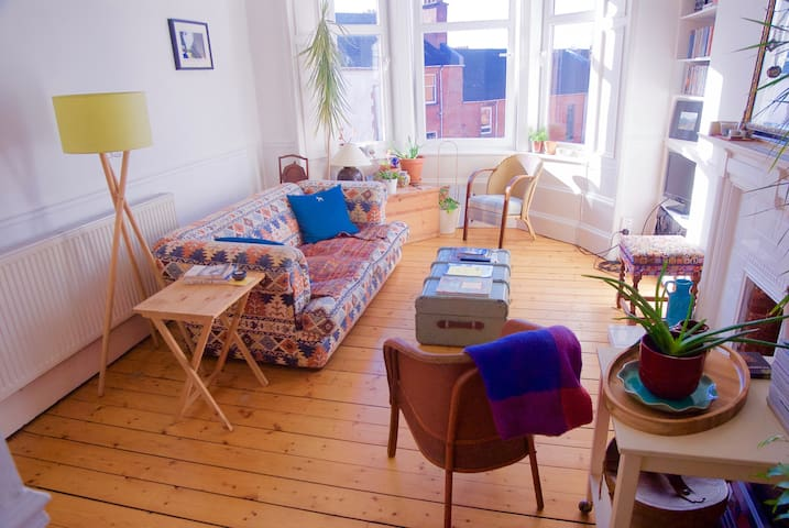 Bright, West-End tenement flat - Glasgow - Apartment