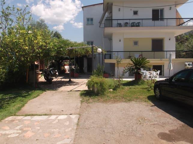 Apartment next to the beach. Дом на берегу моря.