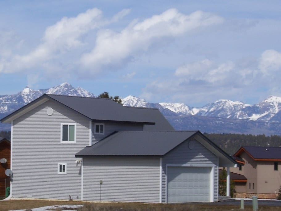 Spectacular mountain views! Double garage on south side keeping the snow melted off the driveway!