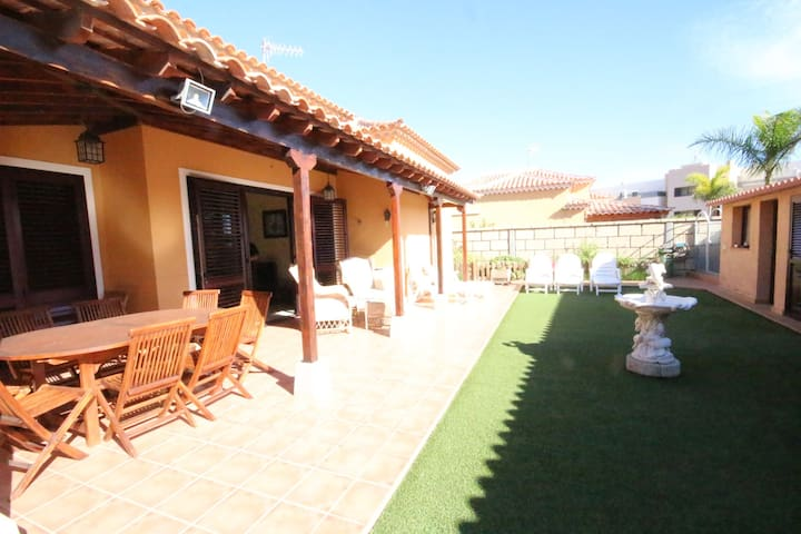 Villa with heated pool and private garden