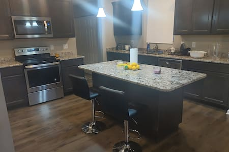 Private 1BR w/Queen bed near downtown Columbus