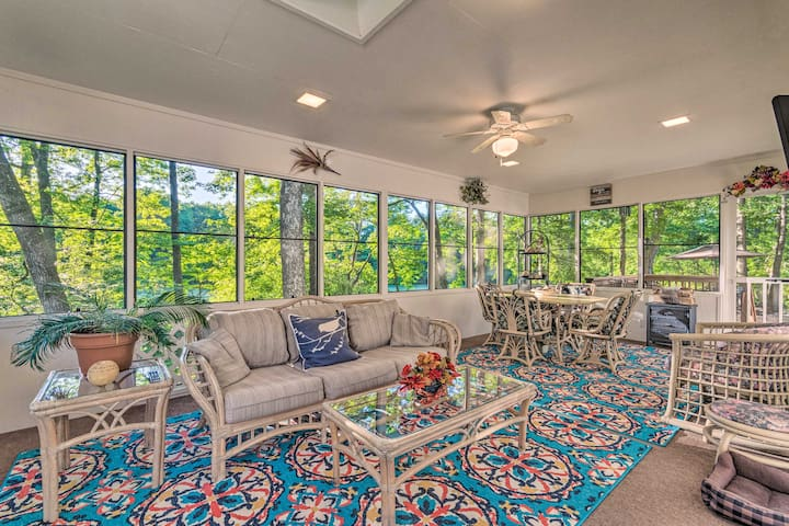NEW! The Crystal House w/Sunroom, Golf Green Views