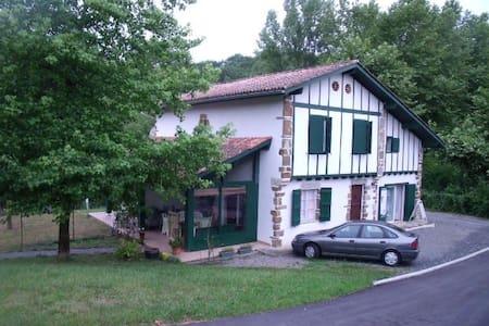 duplex dans maison au pays basque - La Bastide-Clairence - Haus