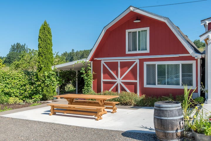 Guest Barn at Middleground Farms - Wilsonville - Cabana