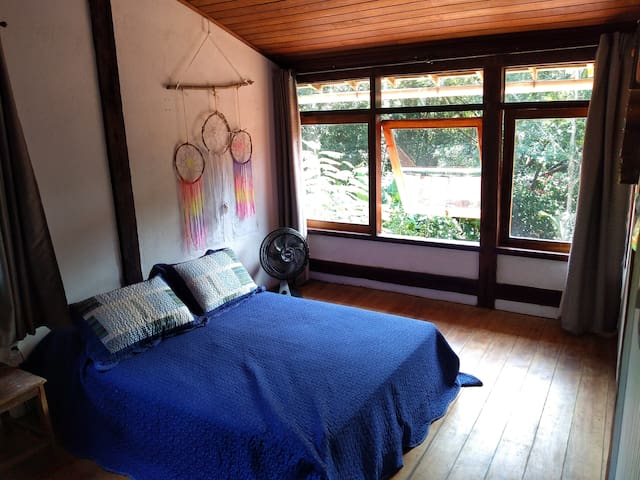 Quarto em Casa com Piscina, Natureza/Tranquilidade