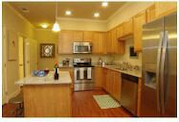 WARM, MODERN AND COZY!! MUST SEE!!! - Vacaville - Huoneisto
