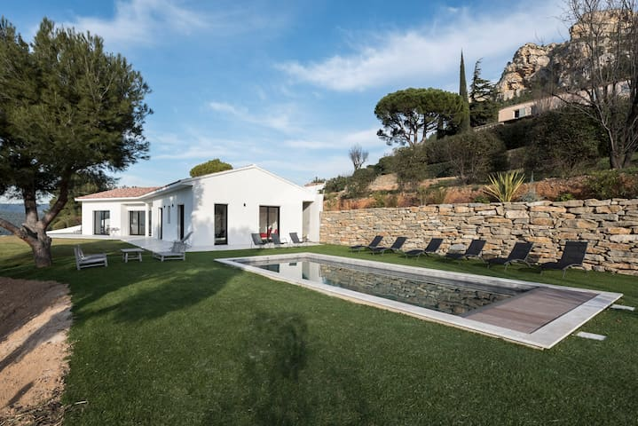 New villa impregnable view on calanques and Cassis