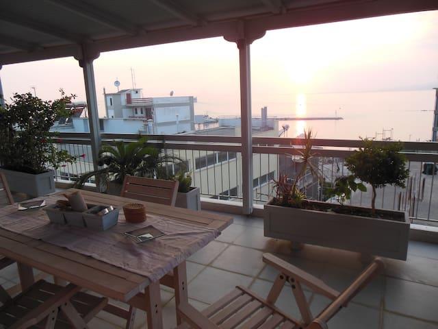 Sea view modern city centre flat - Patra - Appartement