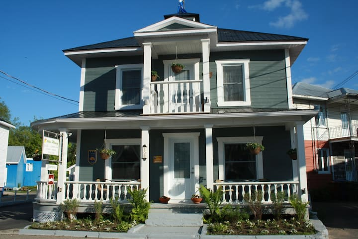 Beautiful B&B in Baie-Saint-Paul! - Baie-Saint-Paul - Bed & Breakfast