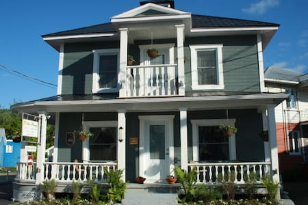 Beautiful B&B in Baie-Saint-Paul! - Baie-Saint-Paul - Aamiaismajoitus
