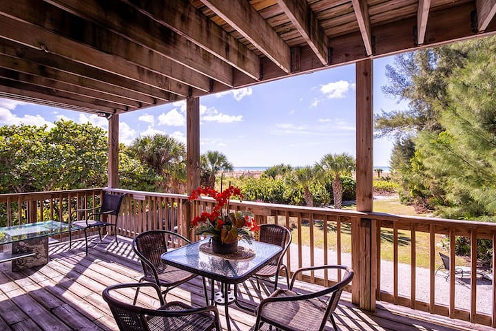 The Serenity Beach Condo  2nd floor on the Beach!