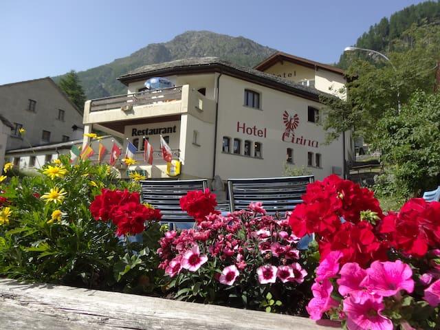 Gut essen und schlafen im Grina in Simplon Dorf - Simplon - Penzion (B&B)