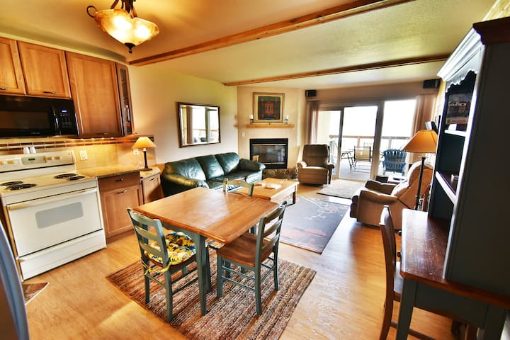 Views, Elevator. Walk to Rec Path, Dining. Easy Drive to Slopes, Shops