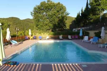 UMBRIA: Appartamento con piscina - Spoleto