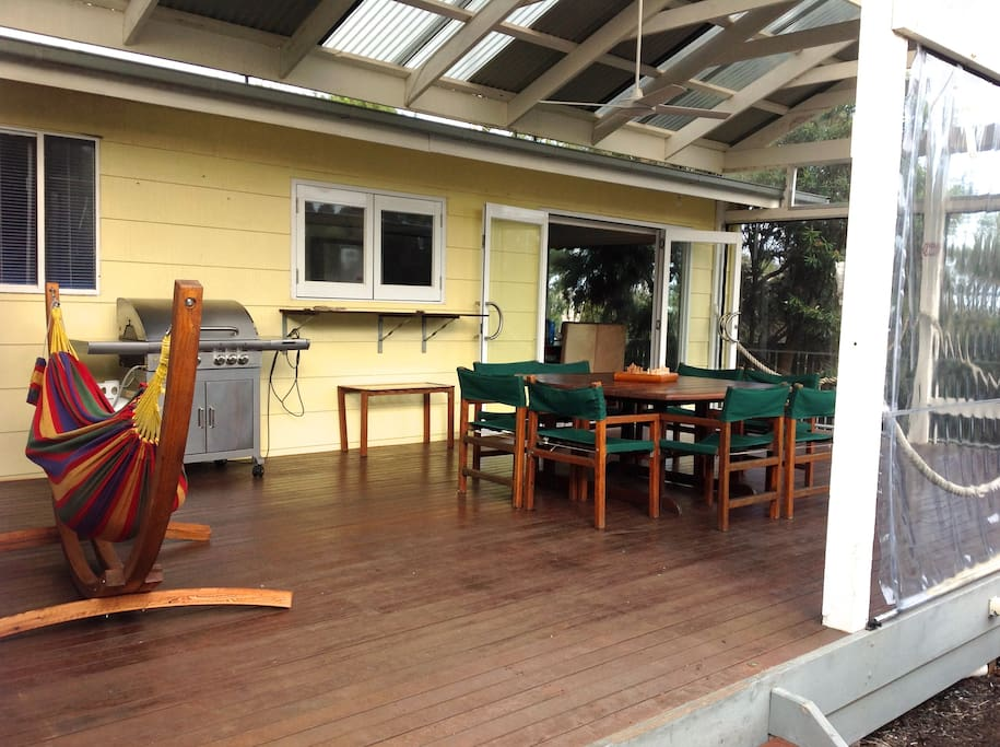 Huge entertainers deck suitable for all seasons