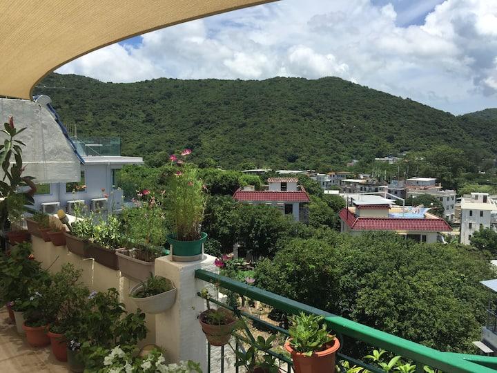 Top floor, roof, sea view in peaceful South Lantau