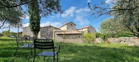 Mas Provençal au milieu des Gorges de l'Ardèche