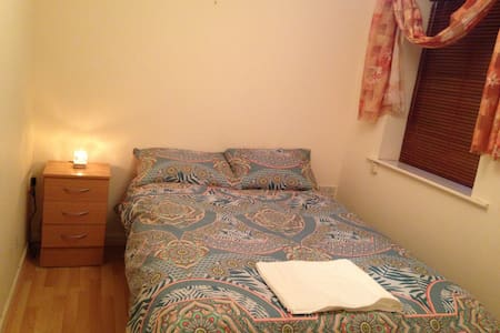 Double bedroom in Docklands - Dublin - Lejlighed