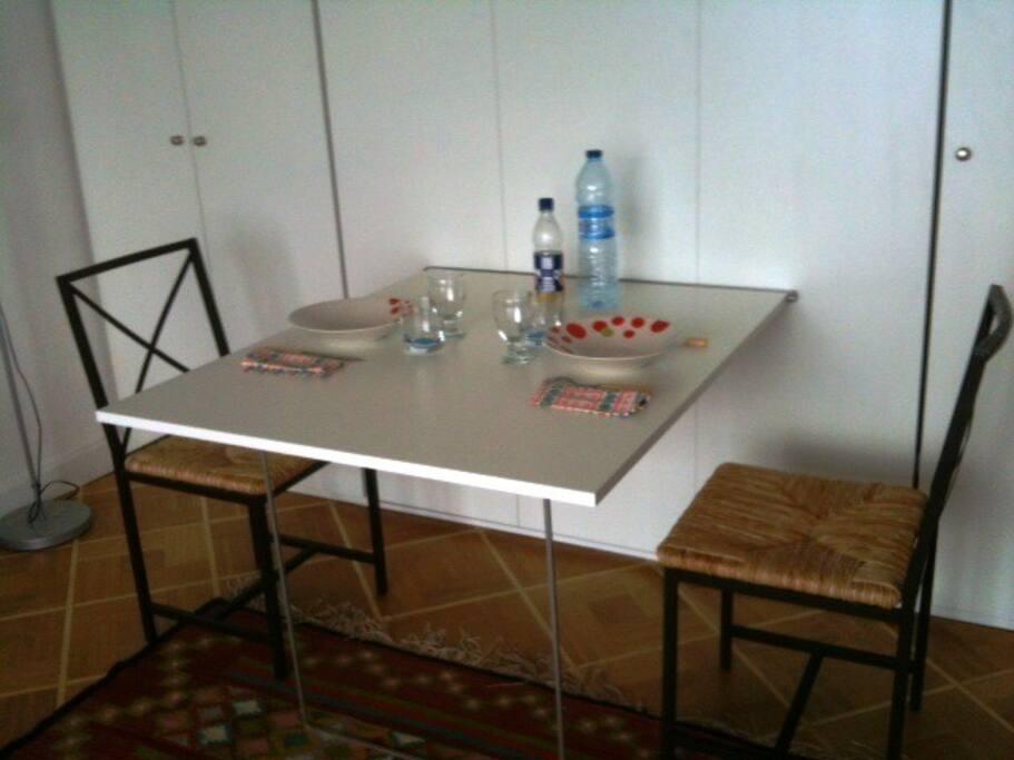 Table de repas escamotable