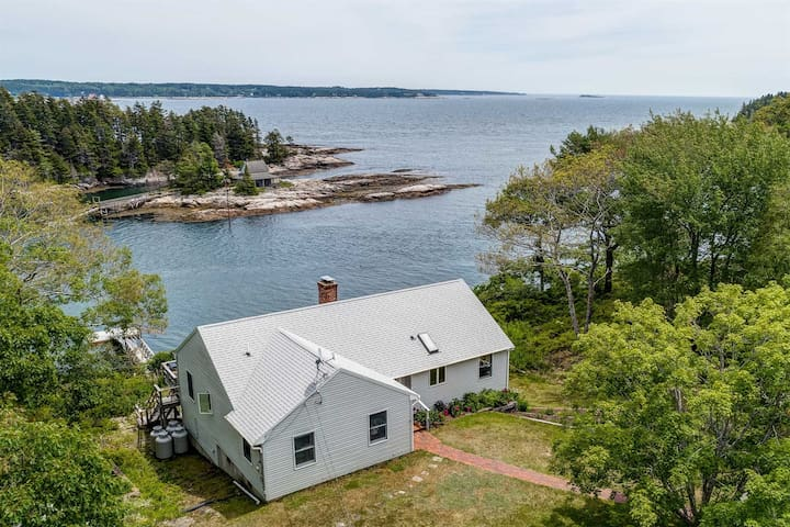 MERWICK COTTAGE | GEORGETOWN, MAINE |WATERFRONT | PRIVATE DOCK AND FLOAT