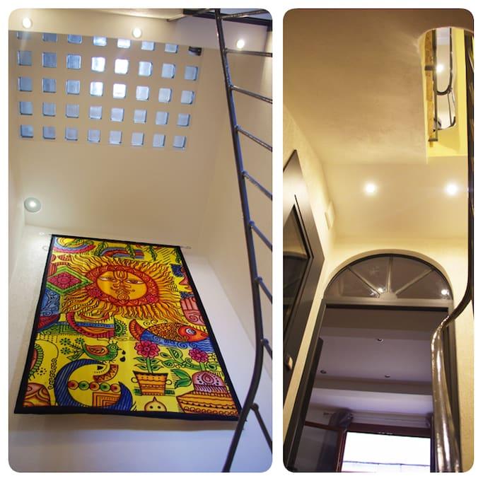 Accès étages par escalier design.