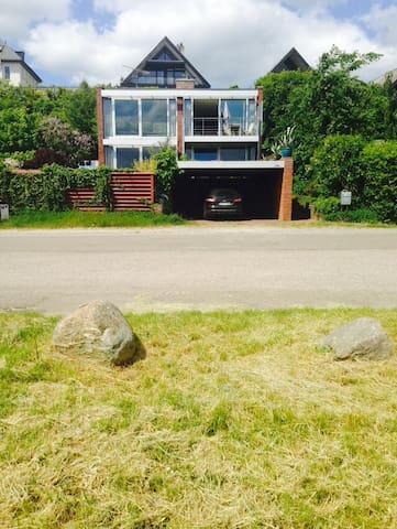 Udsigts-villa direkte ved kysten - Humlebæk - Villa