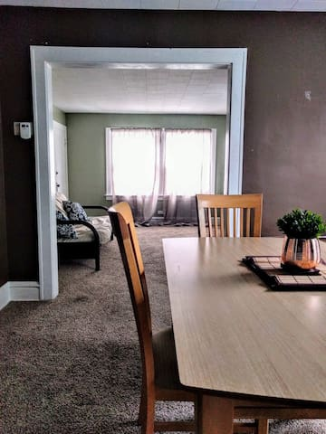 Sunny Lakewood 2BR! - 萊克伍德 - 獨棟