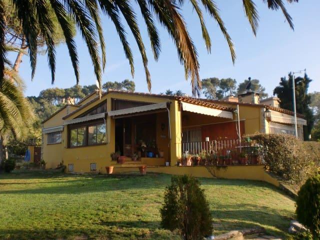 Finca Puig Gros   B&B     HUTC  (PHONE NUMBER HIDDEN) - Calella de Palafrugell - Bed & Breakfast