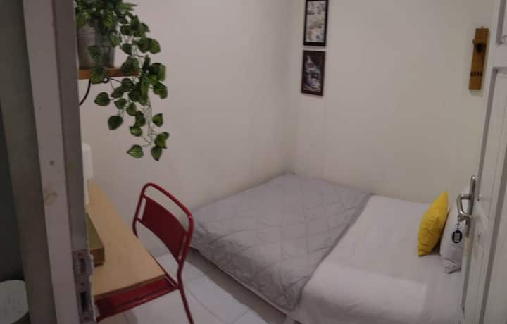 Cheap room in the center city   malioboro