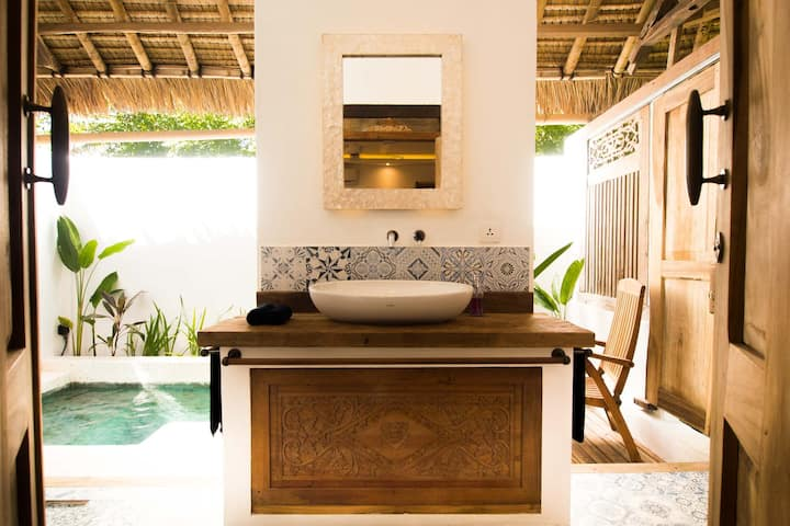 Honeymooner's Private Pool  Room in Gili Air