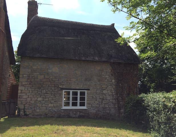Cosy Dorset cottage hideaway!