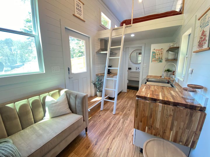 Luxury Modern Cozy In-City Tiny House Retreat