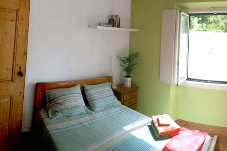 Room with plenty of light and air - São Pedro de Penaferrim